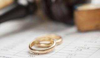 two weddings rings symbolizing divorce